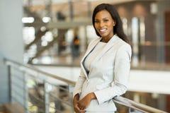 Bedrijfs vrouw in bureau Royalty-vrije Stock Afbeelding