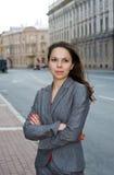 Bedrijfs vrouw in de stad Stock Foto's