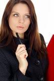 Bedrijfs vrouw die aan laptop over wit werkt Royalty-vrije Stock Afbeeldingen