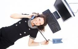 Bedrijfs vrouw die bij telefoon luchtveiw spreekt Stock Foto