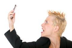 Bedrijfs vrouw die bij telefoon schreeuwt Stock Foto