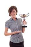Bedrijfs vrouw die een trofee wint stock afbeelding