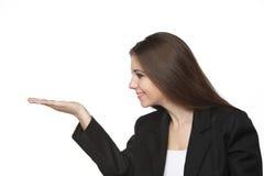 Bedrijfs vrouw die haar lege hand bekijkt Royalty-vrije Stock Fotografie