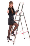 Bedrijfs vrouw die ladder beklimt Stock Foto's