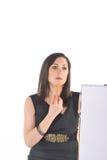 Bedrijfs Vrouw die met tikgrafiek in verwarring gebracht kijkt Stock Afbeelding