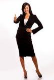 Bedrijfs vrouw die o.k. teken verzendt naar anderen Royalty-vrije Stock Foto's