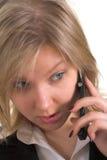 Bedrijfs vrouw die op mobiele telefoon spreekt royalty-vrije stock fotografie