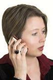 Bedrijfs vrouw die op mobiele telefoon spreekt royalty-vrije stock afbeeldingen