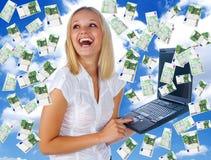 Bedrijfs vrouw die partij van geld heeft Royalty-vrije Stock Foto's
