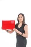 Bedrijfs Vrouw die rode omslag houdt Stock Fotografie