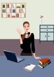 Bedrijfs vrouw die zich in bureau met laptop bevindt Royalty-vrije Stock Foto