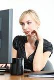 Bedrijfs Vrouw in een Bureau Stock Afbeeldingen