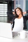 Bedrijfs vrouw in een modern bureau Royalty-vrije Stock Fotografie