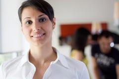 Bedrijfs vrouw in het bureau stock afbeelding