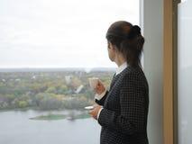 Bedrijfs vrouw, koffiepauze Royalty-vrije Stock Foto's