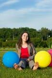 Bedrijfs vrouw met ballons Stock Fotografie
