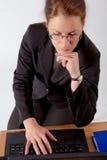 Bedrijfs vrouw met computer Royalty-vrije Stock Afbeelding