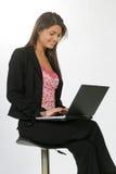 Bedrijfs vrouw met een computer stock afbeeldingen