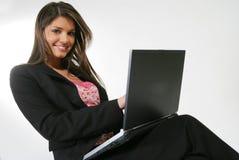 Bedrijfs vrouw met een computer Stock Afbeelding