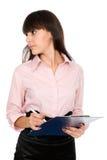Bedrijfs vrouw met een klembord dat weg eruit ziet Royalty-vrije Stock Fotografie