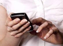 Bedrijfs vrouw met mobiele telefoon Royalty-vrije Stock Afbeelding