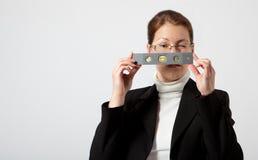 Bedrijfs vrouw met zakniveau Stock Afbeelding