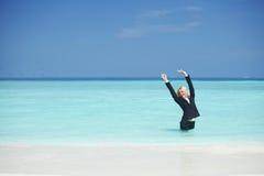 Bedrijfs vrouw in oceaan Stock Foto