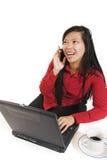 Bedrijfs vrouw op celtelefoon stock foto
