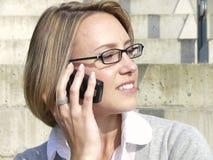 Bedrijfs vrouw op celtelefoon Royalty-vrije Stock Afbeelding
