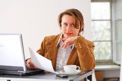 Bedrijfs vrouw op het werk Royalty-vrije Stock Afbeelding