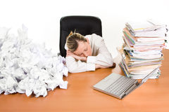 Bedrijfs vrouw in slaap bij bureau Stock Foto