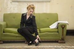 Bedrijfs Vrouw in Verarmd Huis royalty-vrije stock fotografie