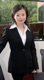 Bedrijfs Vrouw in zwart kostuum Royalty-vrije Stock Afbeeldingen