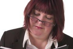 Bedrijfs vrouwenlezing Stock Foto's