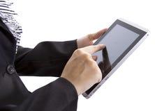 Bedrijfs vrouwenonderzoek op tablet Stock Afbeelding