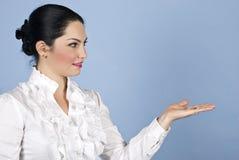 Bedrijfs vrouwenpresentatie aan copyspace Royalty-vrije Stock Afbeelding