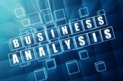 Bedrijfsanalyse in blauwe glaskubussen Royalty-vrije Stock Foto's
