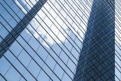 Bedrijfsarchitectuur, muren die van glas worden gemaakt Stock Foto's
