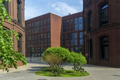 Bedrijfsbureaugebouwen in het oude industriële kwart Zolderstijl royalty-vrije stock foto