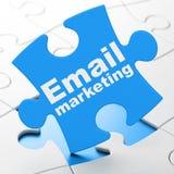 Bedrijfsconcept: E-mail Marketing op raadselachtergrond vector illustratie