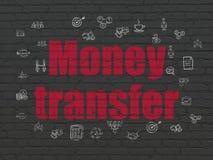 Bedrijfsconcept: Geldoverdracht op muur Stock Afbeeldingen