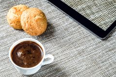 Bedrijfsconcept - koffie en tablet Royalty-vrije Stock Foto