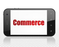 Bedrijfsconcept: Smartphone met Handel op vertoning Stock Foto's
