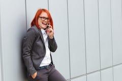 Bedrijfsconcept succes en onderhandeling Vrouwenwerkgever, in kostuum royalty-vrije stock afbeelding