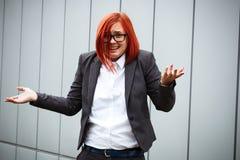 Bedrijfsconcept succes Ernstige Succesvolle Vrouwenwerkgever, in a royalty-vrije stock afbeeldingen