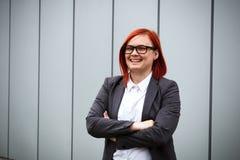 Bedrijfsconcept succes Ernstige Succesvolle Vrouwenwerkgever, in a stock afbeeldingen
