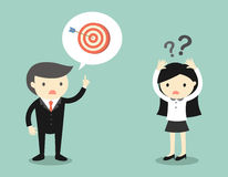 Bedrijfsconcept, Werkgever die met bedrijfsvrouw over doel spreken maar zij is verward Royalty-vrije Stock Afbeelding