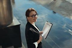 Bedrijfsdamemanager die businessplan doen Bedrijfs mensenconcept Stock Afbeelding