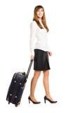 Bedrijfsdievrouw met reiszak op witte achtergrond wordt geïsoleerd Royalty-vrije Stock Afbeelding