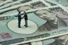 Bedrijfsdoelstellingen of overeenkomstenconcept als miniatuurcijferzaken Royalty-vrije Stock Afbeelding